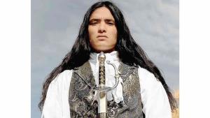 Modelo indígena americano triunfa en pasarelas: 'Que los pueblos reclamen quiénes son'