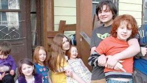 Mujer de 36 años tiene 11 hijos y quiere tener 6 más