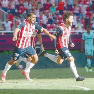 Se reconcilia Chivas con el  gol, triunfo y con la afición