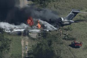 Se estrella avión con 21 personas a bordo y sobreviven