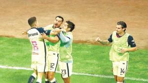 Con un hombre más, el América vence a Santos