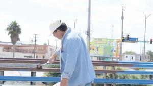 Borran el azul de los puentes