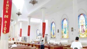Mantienen iglesias la sana distancia