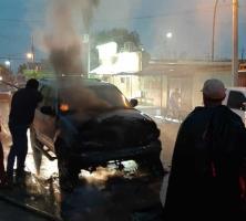 Camioneta arde en llamas; descartan personas lesionadas