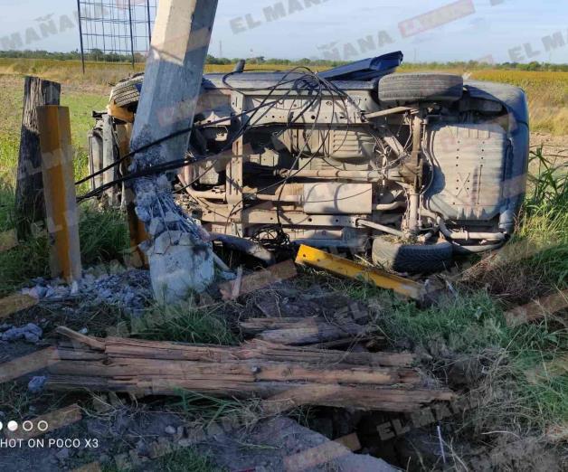 Arrasa postería en 112; huye dejando Jeep