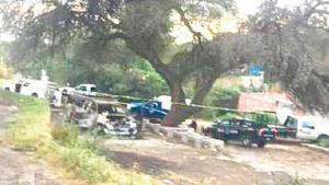 Queman camioneta con 6 cadáveres adentro